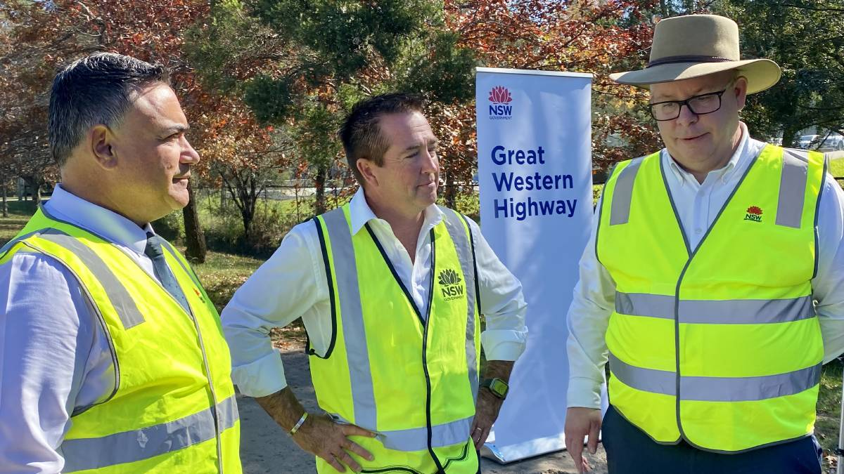TUNNEL VISION: Deputy Premier John Barilaro, Regional Roads Minister Paul Toole and Transport for NSW western region director Alistair Lunn at Monday's announcement. Photo: SUPPLIED